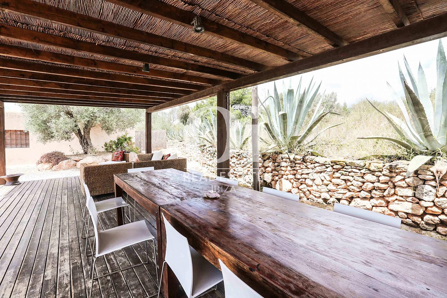 Comedor de verano de casa en alquiler vacacional en zona Puig d'en Valls, Ibiza