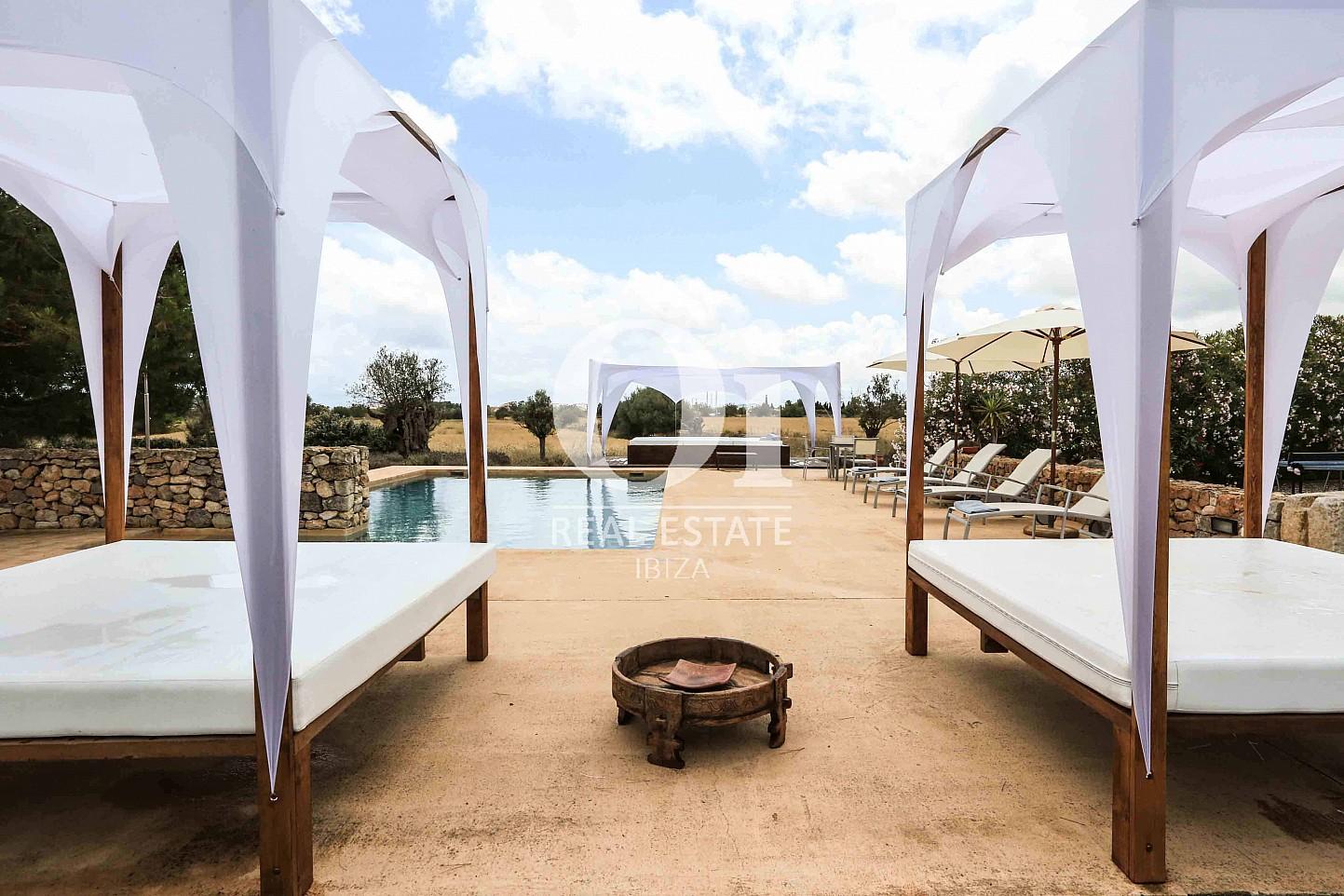 Zona chill out de casa en alquiler de estancia en Puig d'en Valls, Ibiza