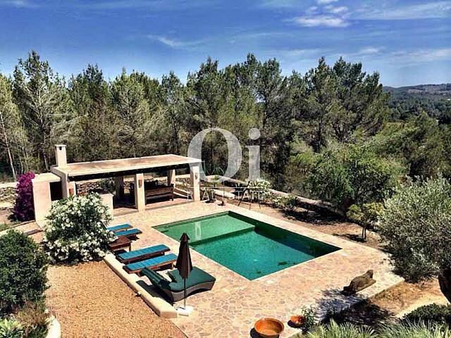 Piscina de casa en alquiler de estancia en zona de Sant Rafael, Ibiza