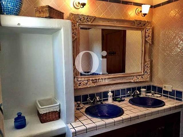 Salle de bain de maison de séjour à Sant Rafael, Ibiza
