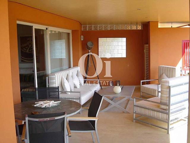 Blick auf die Veranda vom Apartment zum Verkauf in Roca Llisa, Ibiza