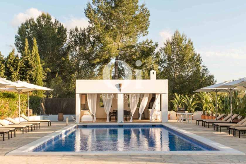 PIscine et vues de maison de séjour à Sant Rafael, Ibiza