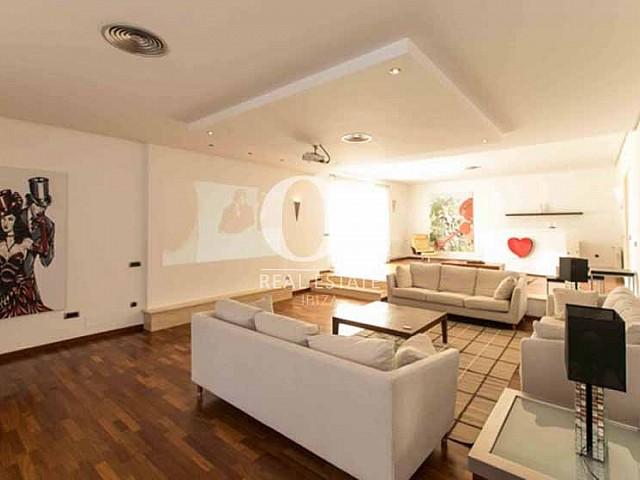 Blick in den Wohnbereich der Luxus-Ferien-Villa in Sant Rafael, Ibiza