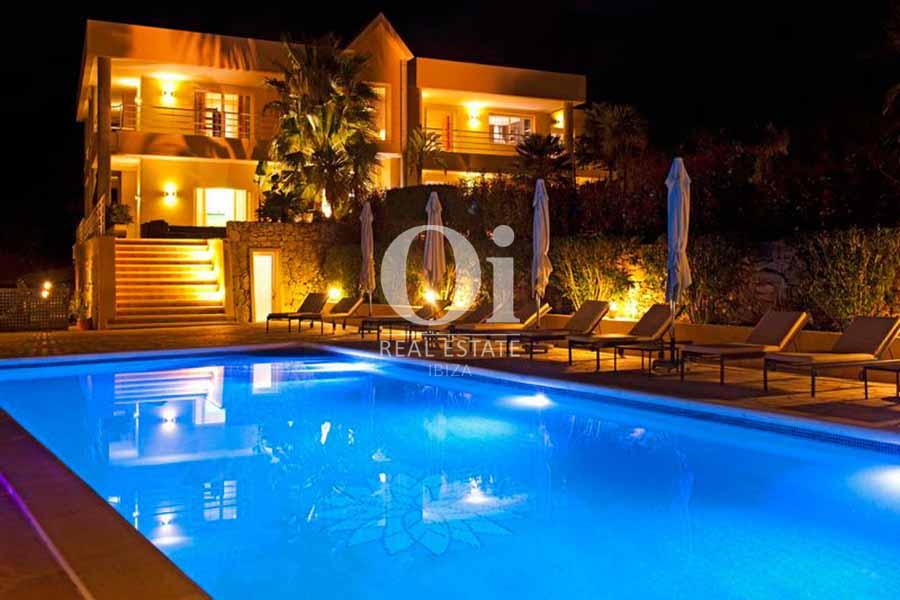 Façade et piscine de maison de séjour à Sant Rafael, Ibiza