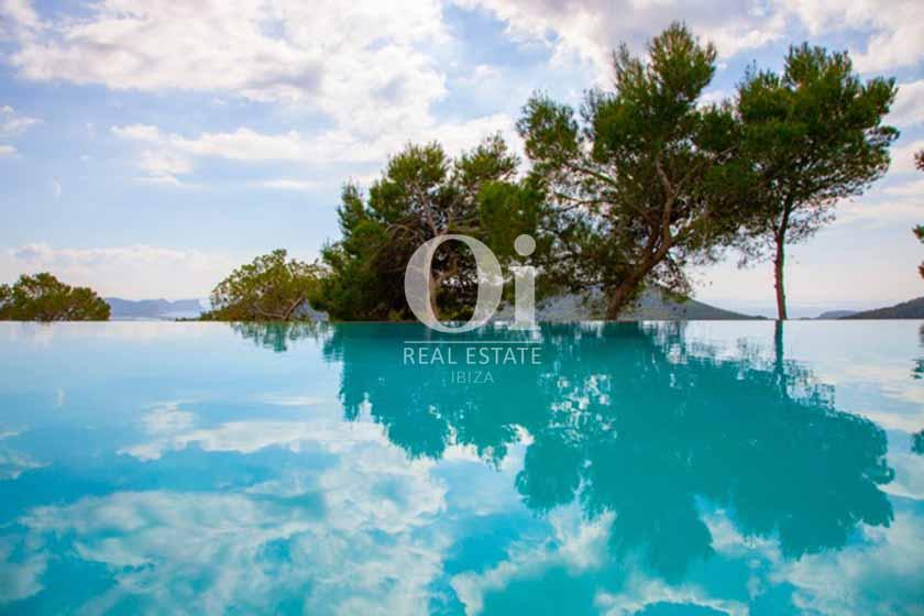 Blick auf den Infinity-Pool der Ferien-Villa in Sant Josep, Ibiza