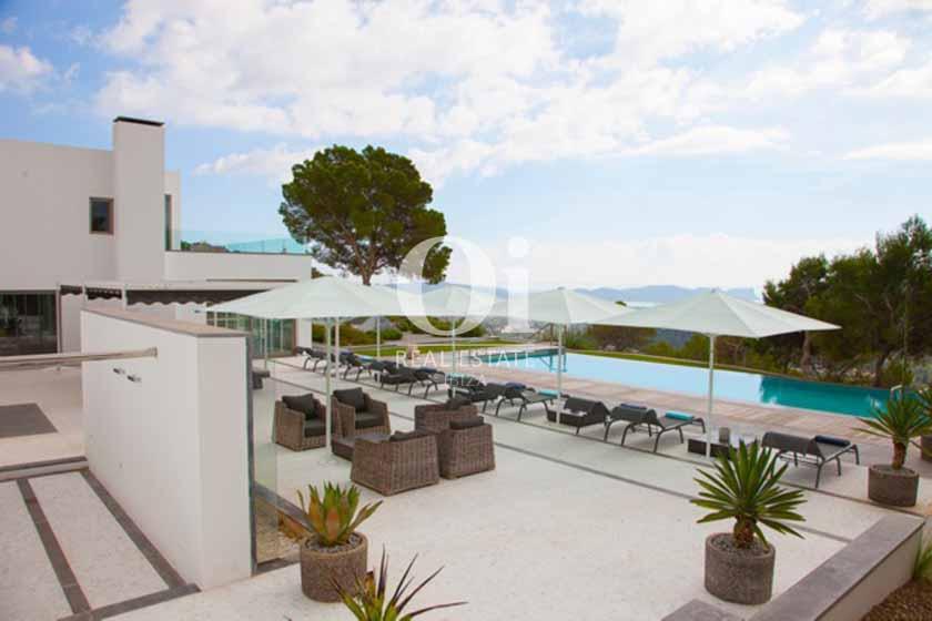 Blick auf den Poolbereich der Ferien-Villa in Sant Josep, Ibiza