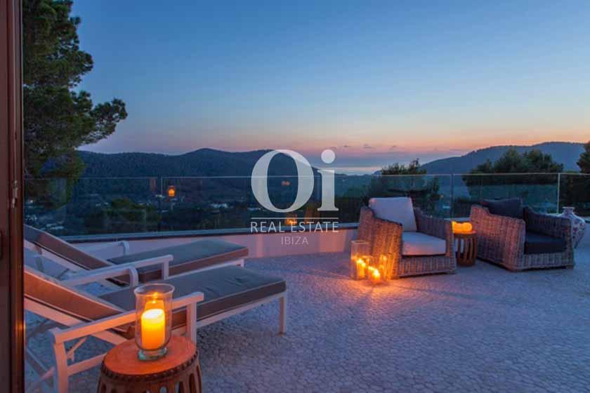 Роскошная вилла в аренду  на Ибице, вечерний вид с террасы