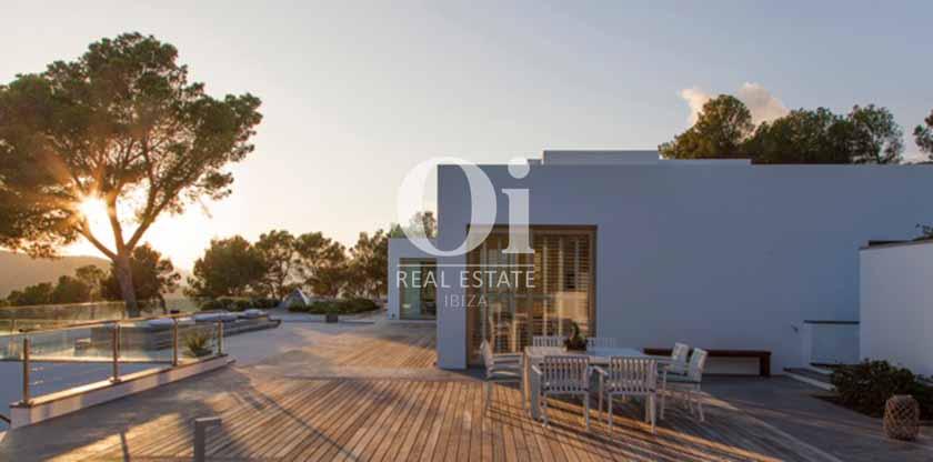 Роскошная белокаменная вилла в на Ибице в аренду, сказочный вид с одной из открытых террас