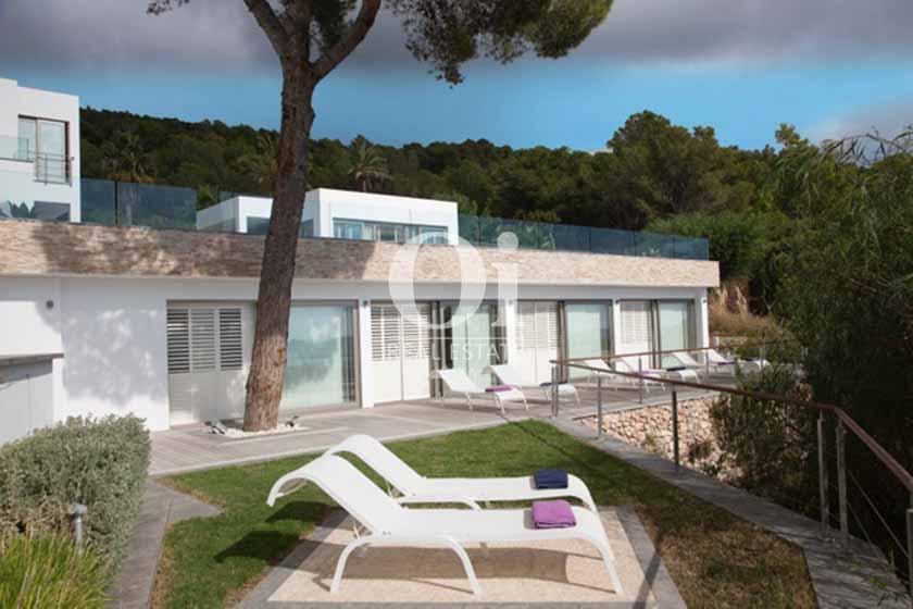 Terrasse et façade de maison de séjour à Sant Josep, Ibiza