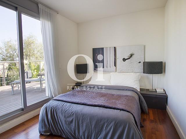 спальня с видом на сад и выходом на террасу