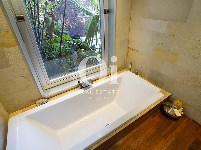 Blick in ein Bad der Immobilie zum Verkauf in Salou