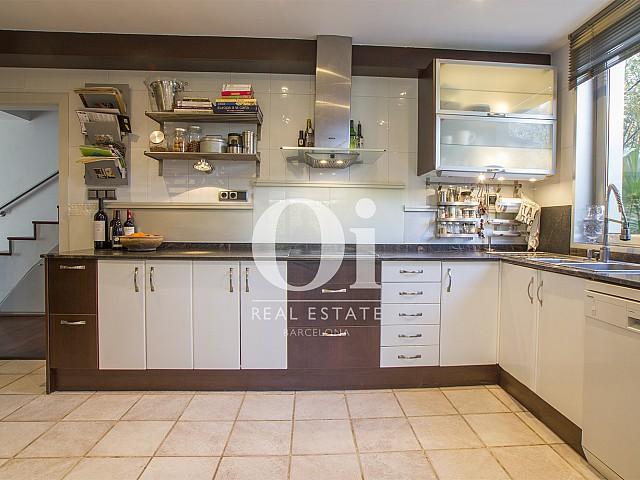 полностью оборудованная кухня фантастического дома на продажу в престижном городе Салоу