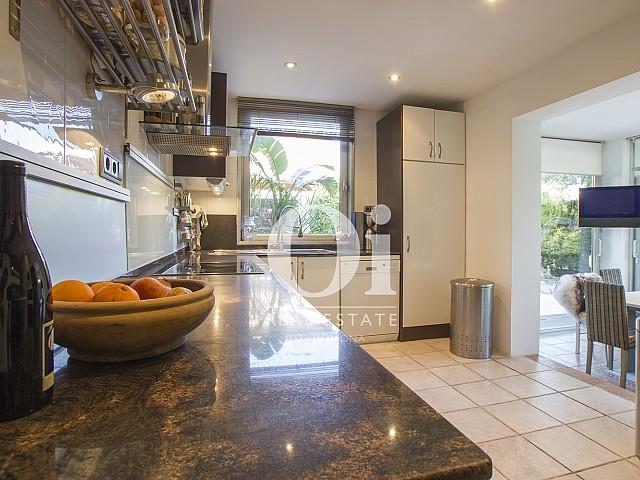 Blick in die Küche der Immobilie zum Verkauf in Salou