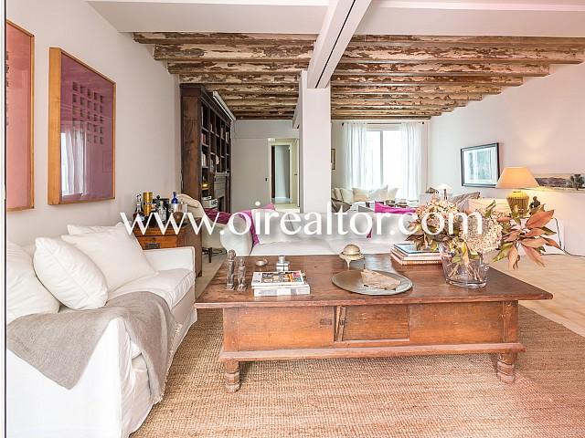 Luminosa casa en venta con terraza, en Sarria, Barcelona