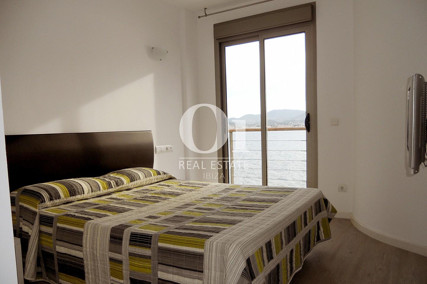 Dormitorio doble de piso en venta en Cala Gració, zona de Sant Antoni, Ibiza