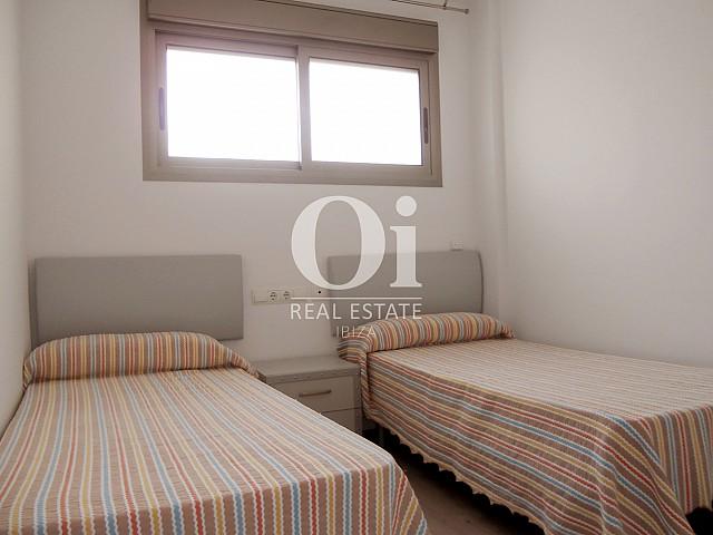 Blick in ein Schlafzimmer vom Apartment zu verkaufen in Cala Gració