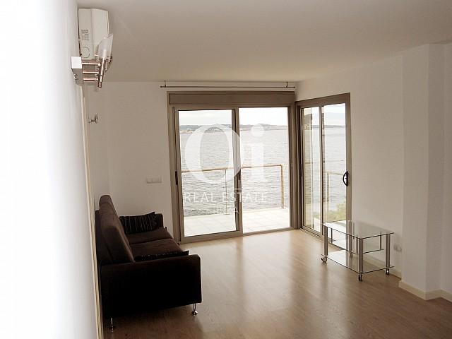 Blick auf den Wohnbereich vom Apartment zu verkaufen in Cala Gració
