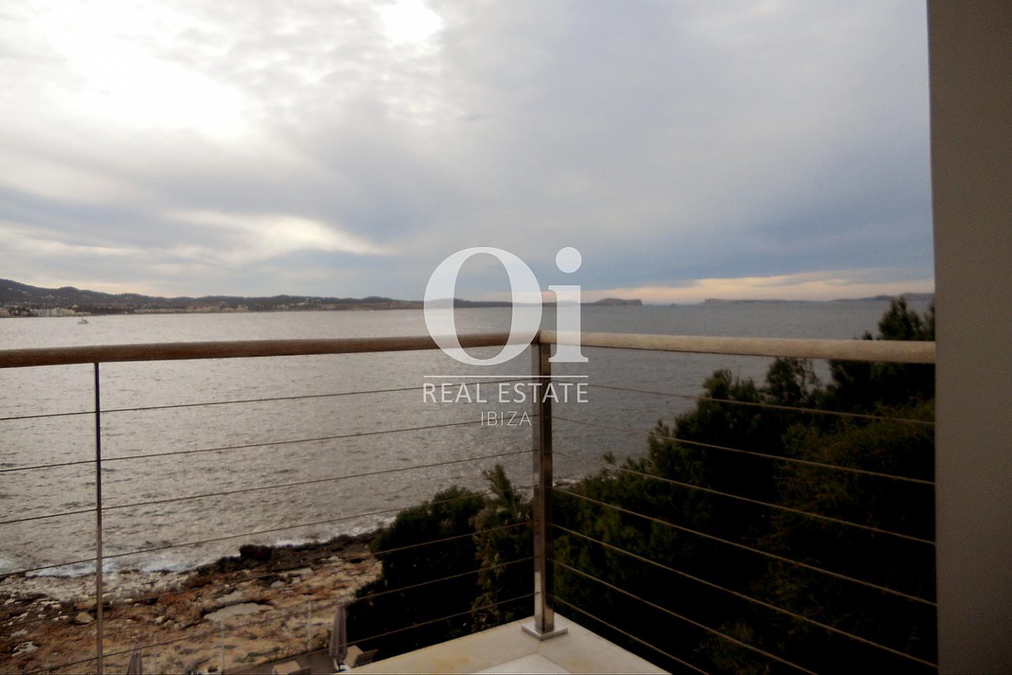 Balcón con vistas  despejadas al mar de piso en venta en Cala Gració, zona de Sant Antoni, Ibiza