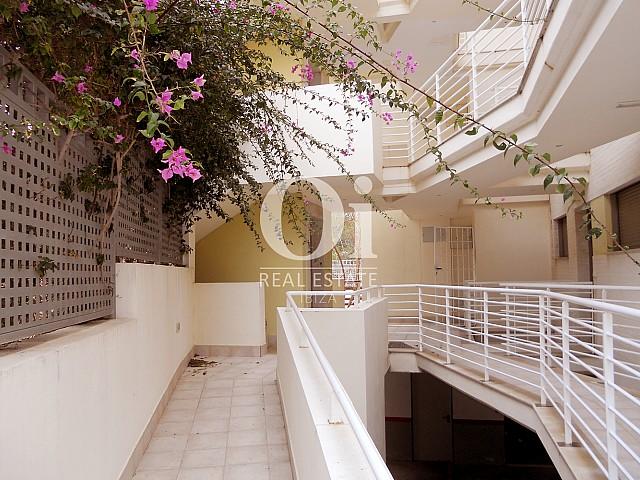 Blick auf den Außenbereich vom Apartment zu verkaufen in Cala Gració