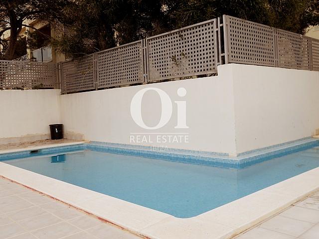 Blick auf den Pool vom Apartment zu verkaufen in Cala Gració