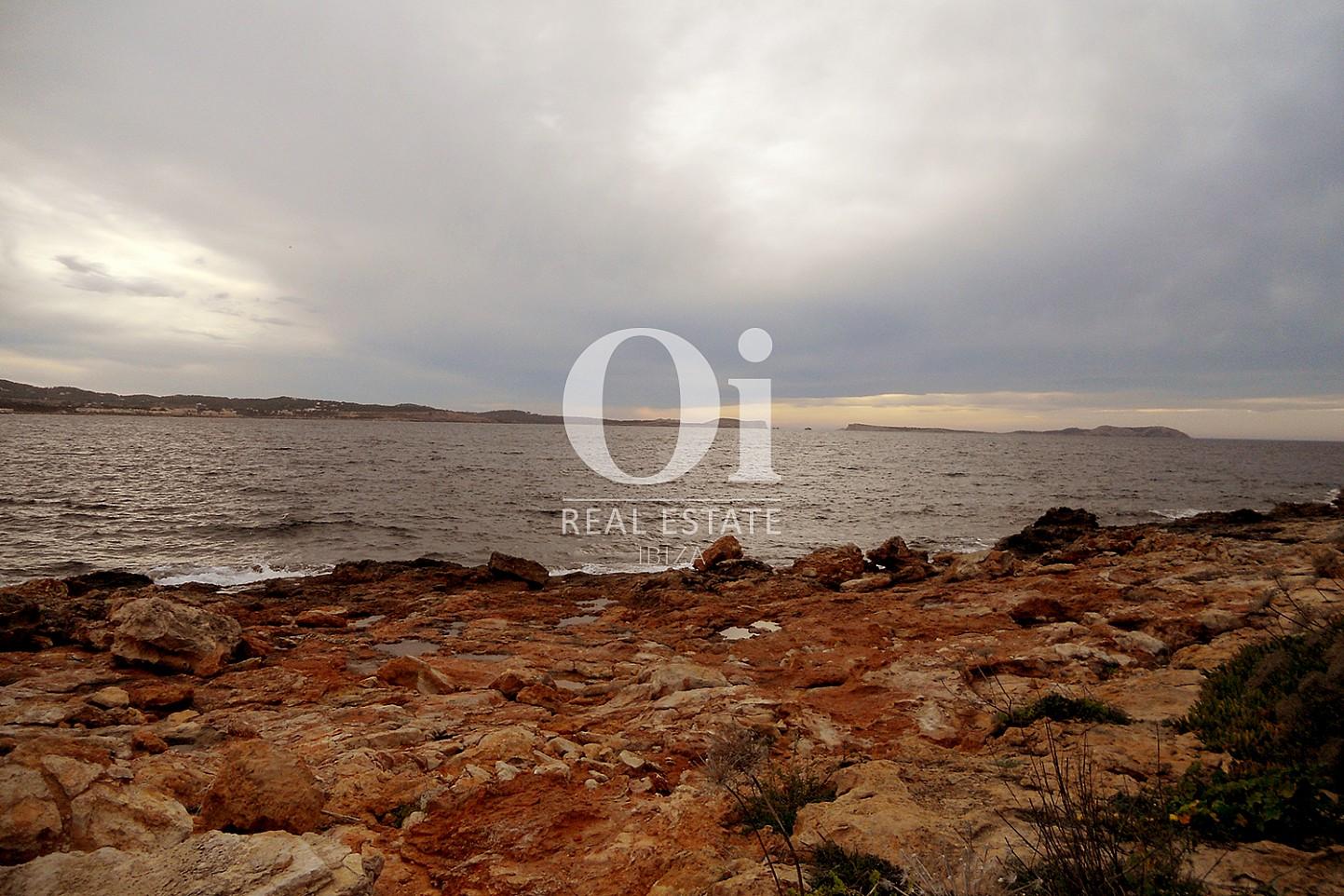 Vistas a la playa de piso en venta en Cala Gració, zona de Sant Antoni, Ibiza
