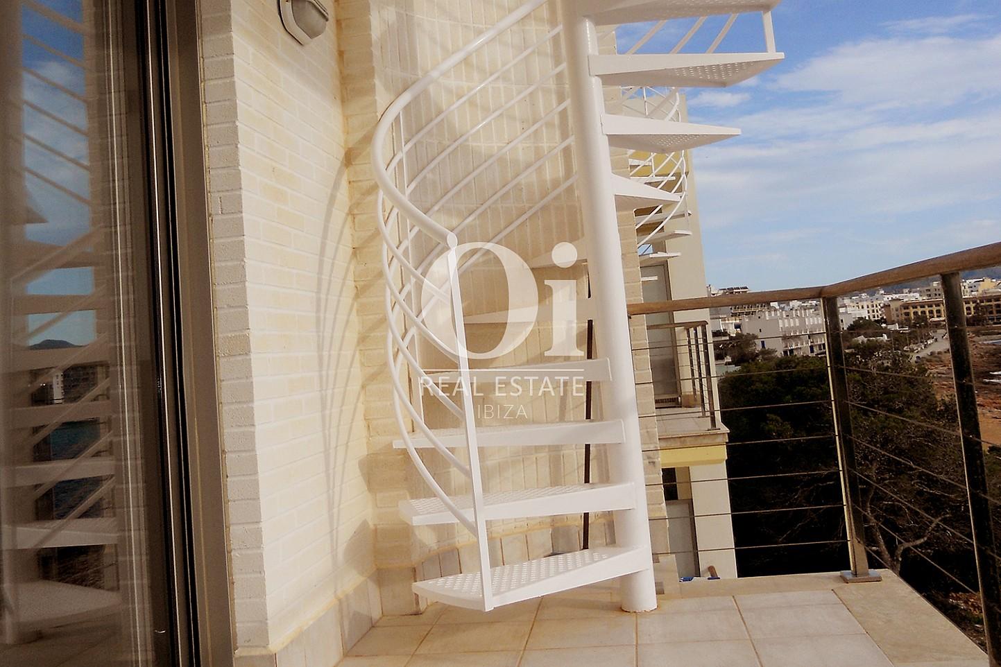 Escalier en colimaçon d'appartement à vendre à Cala Gracio, Ibiza