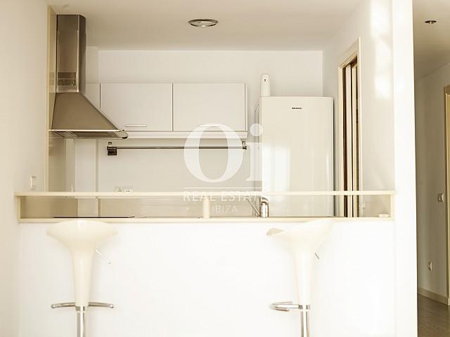 Blick in die Küche vom Apartment zu verkaufen in Cala Gració