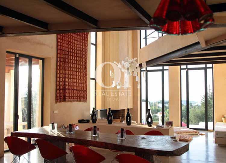 Blick in die Innenräume der Villa zu mieten in Es Cubells