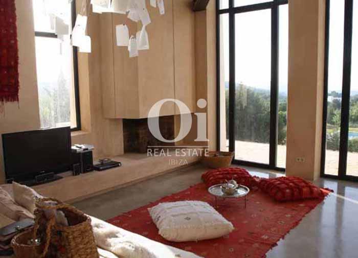 Sala de estar de casa de alquiler vacacional en zona Es Cubells, Ibiza