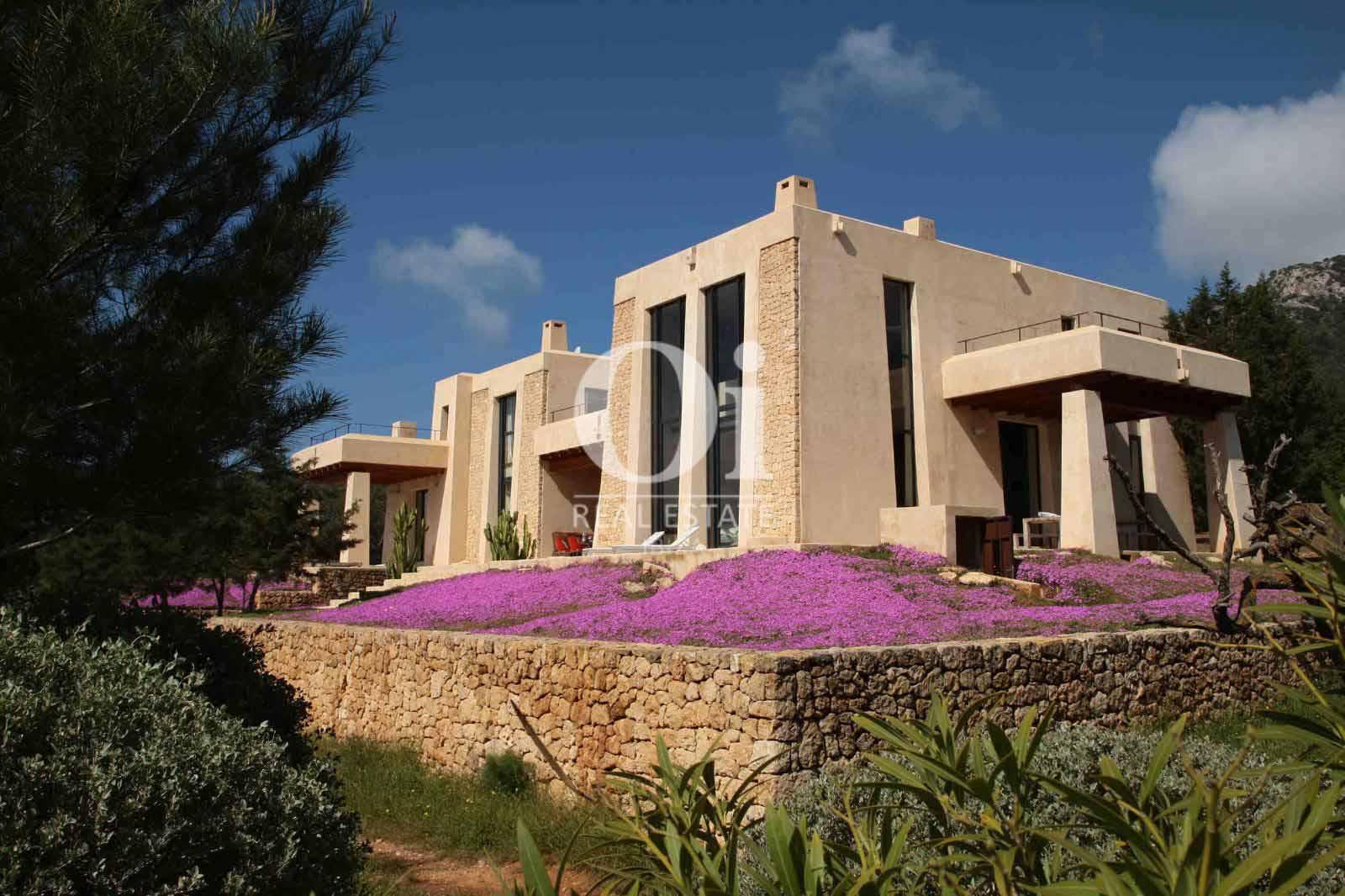 Blick auf die Villa zu mieten in Es Cubells