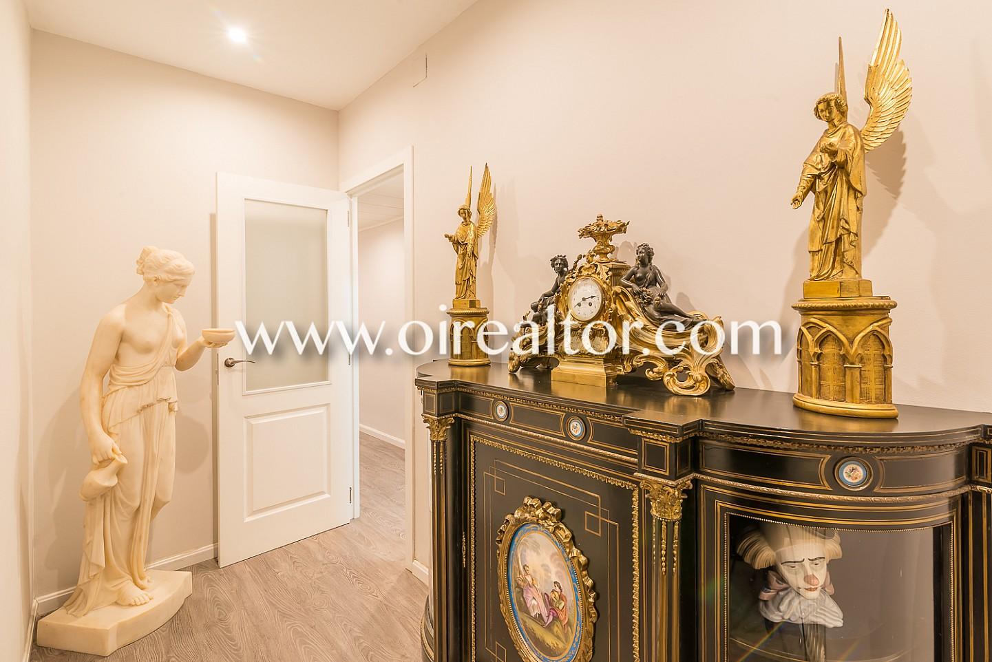 Estupendo piso en venta a escasos pasos de avenida gaudi for Piso sagrada familia malaga