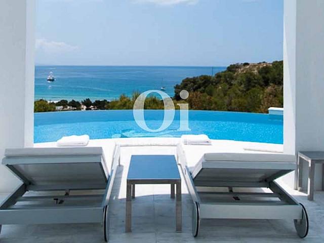 Ausblick von den Liegen der Villa zu mieten in Cala Jondal, Ibiza