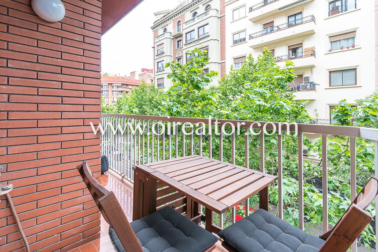 estupendo piso en venta a escasos pasos de avenida gaudi en plena sagrada familia barcelona. Black Bedroom Furniture Sets. Home Design Ideas