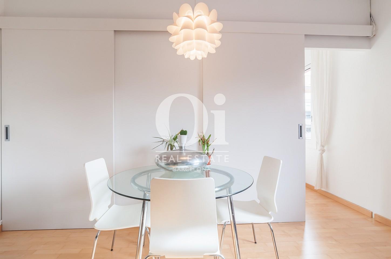 Шикарная и современная гостиная-столовая в одном из центральных районов Барселоны