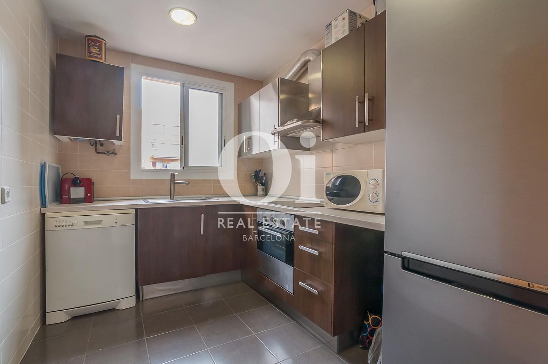 Blick in die Küche der Wohnung zu verkaufen in Poblenou