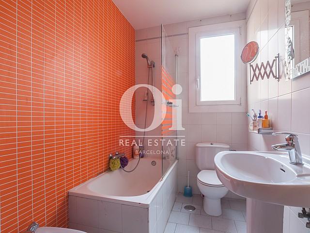 Полностью оборудованная оригинальная ванная в районе Poblenou Барселоны