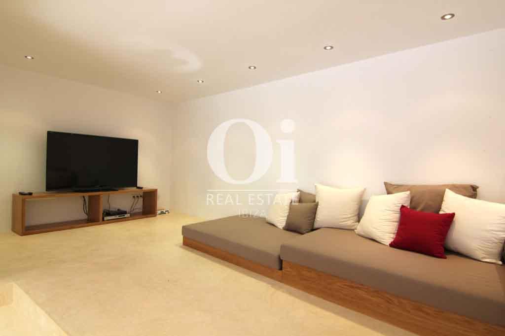 Красивый интерьер виллы на Ибице в аренду для приятного отдыха с близкими, зона для отдыха