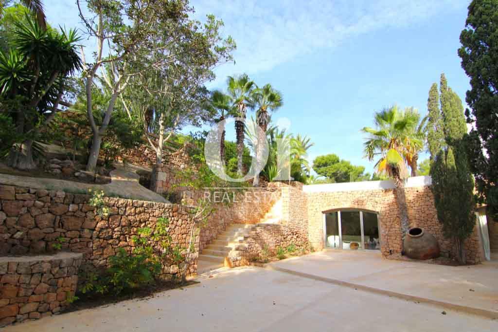 Роскошная вилла в аренду на Ибице и потрясающий ландшафт и растительность
