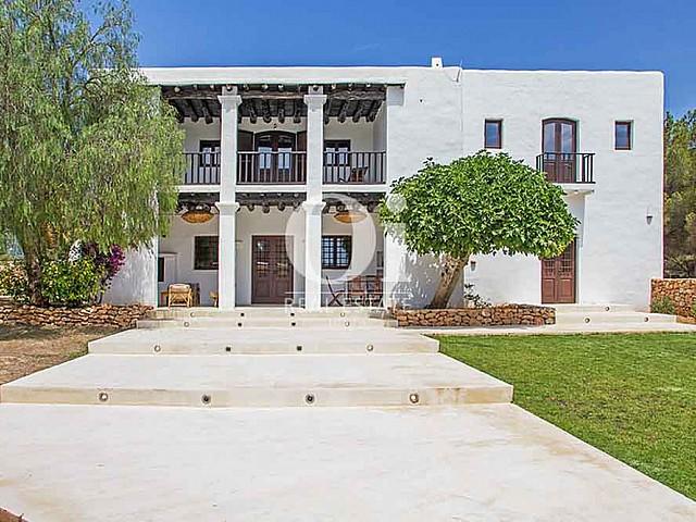 Blick auf die Villa zur Miete bei Cala Jondal