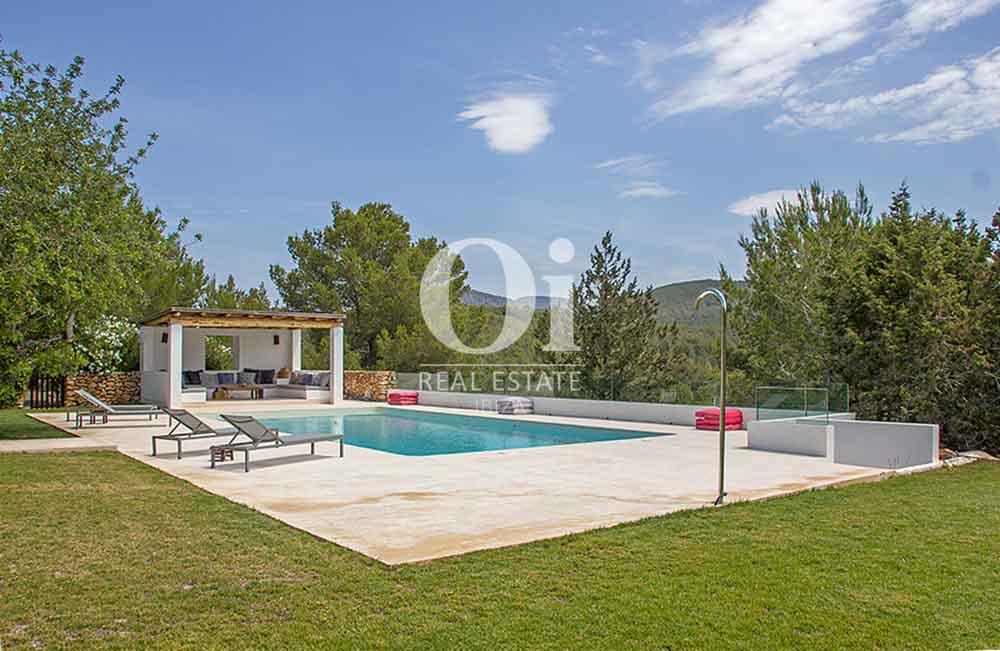 Blick auf den Poolbereich der Villa zur Miete bei Cala Jondal