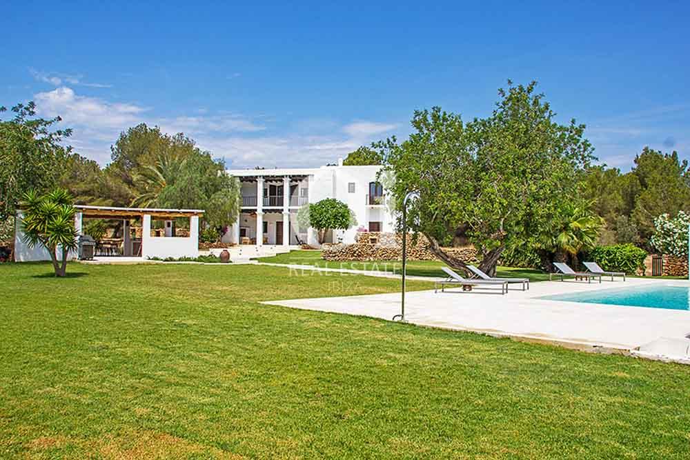 Piscine et véranda de maison en location de séjour à Cala Jondal, Ibiza
