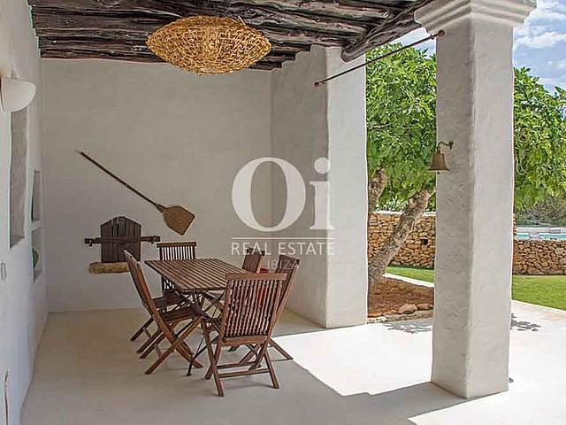 Blick auf die Terrasse der Villa zur Miete bei Cala Jondal