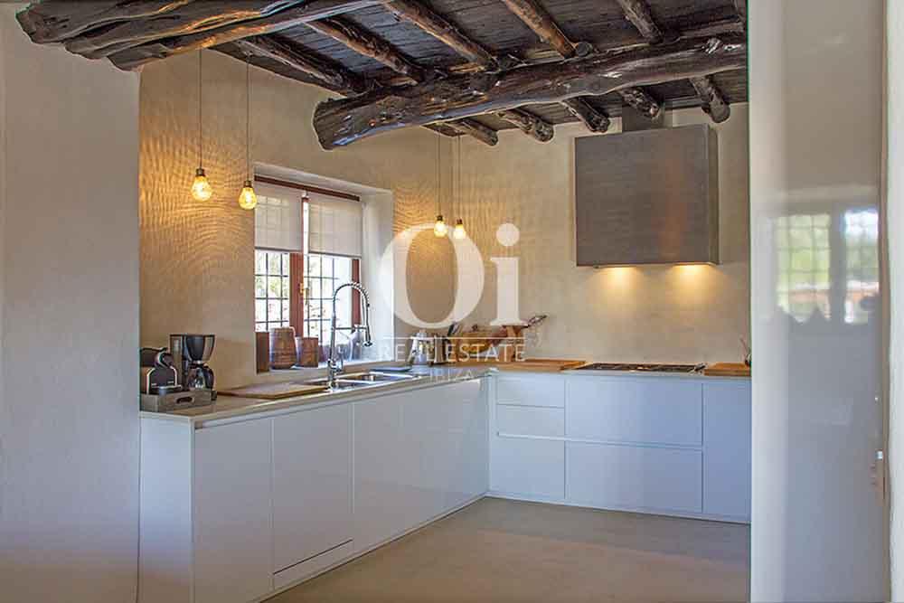 Blick auf die Küche der Villa zur Miete bei Cala Jondal