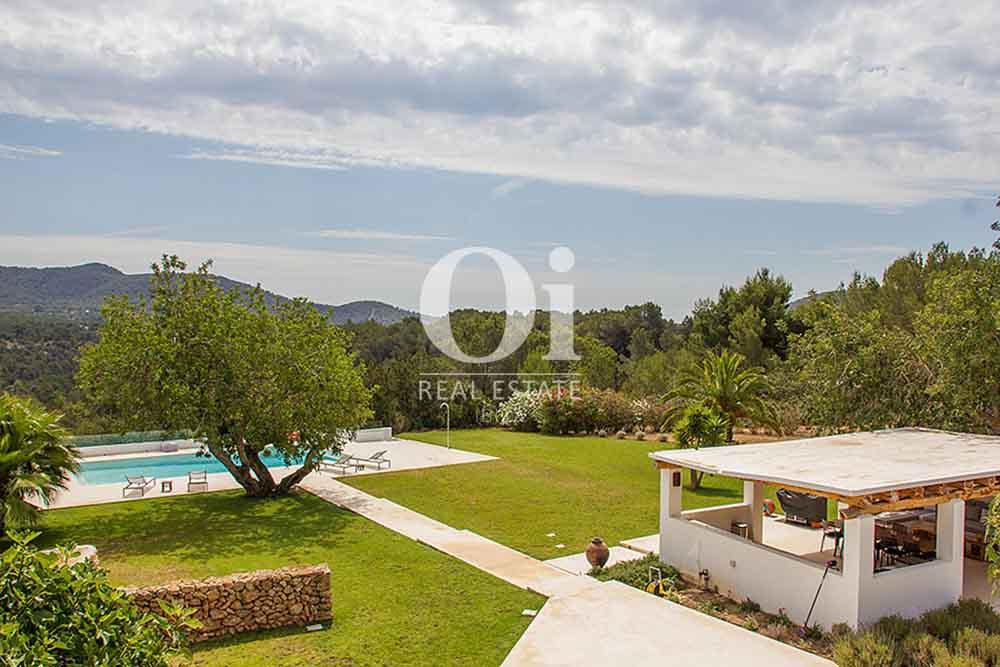 Piscine et jardin de maison en location de séjour à Cala Jondal, Ibiza