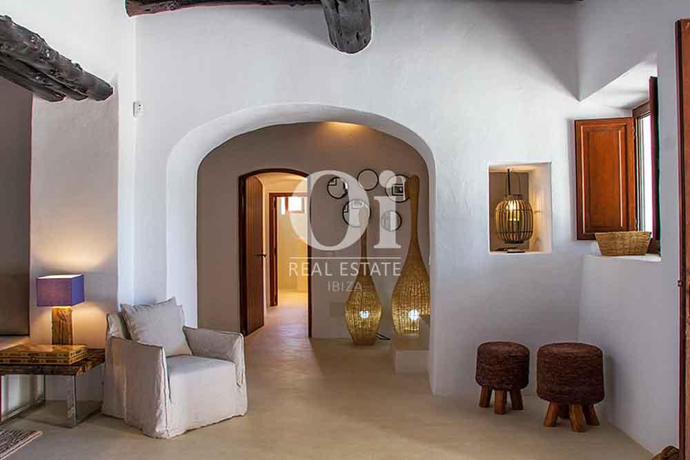 Blick auf die Innenräume der Villa zur Miete bei Cala Jondal