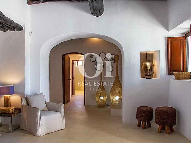 Vistas interiores de magnifica villa en alquiler en Cala Jondal, Ibiza
