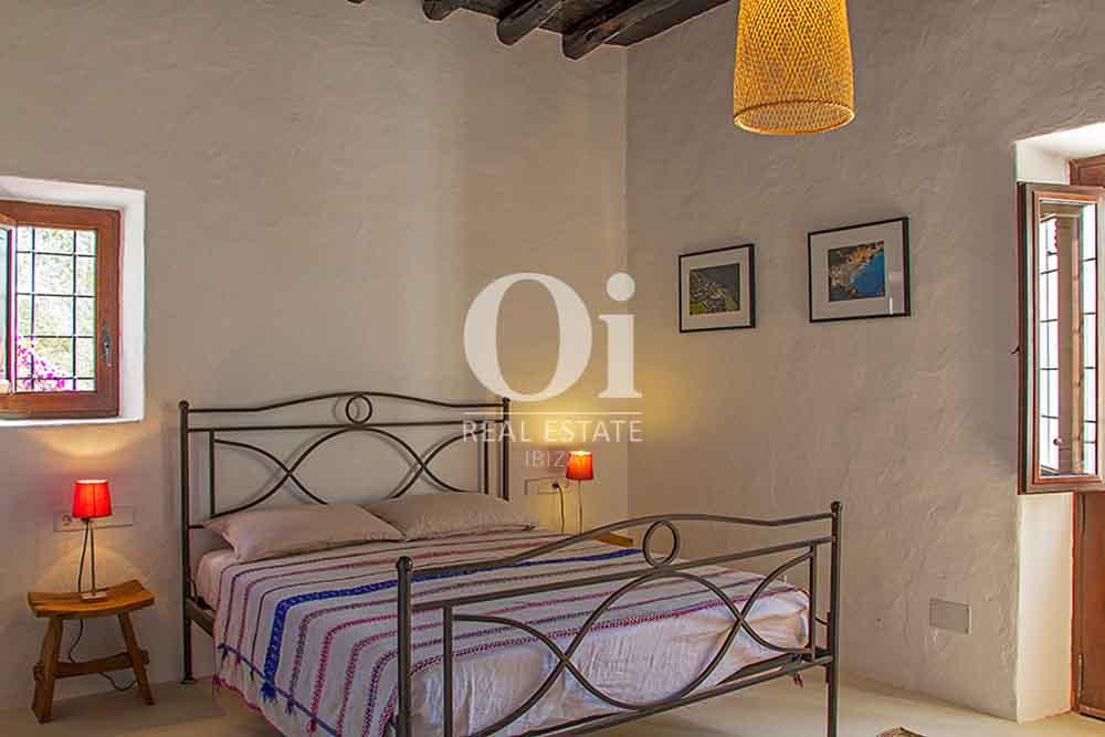 Dormitorio de magnifica villa en alquiler en Cala Jondal, Ibiza