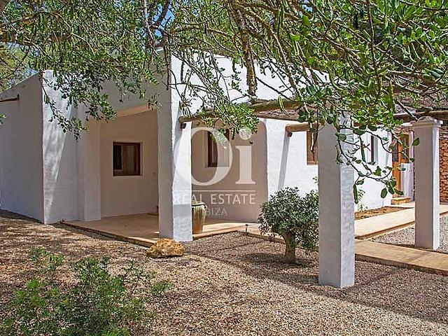 Jardín de magnifica villa en alquiler en Cala Jondal, Ibiza