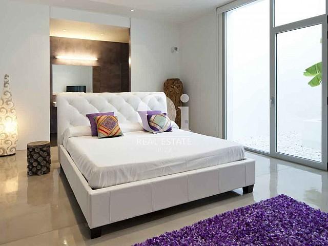 Habitación de matrimonio de exclusiva casa en alquiler en Ibiza