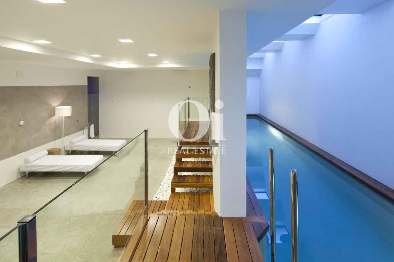 Vistas interiores de exclusiva casa en alquiler en Ibiza